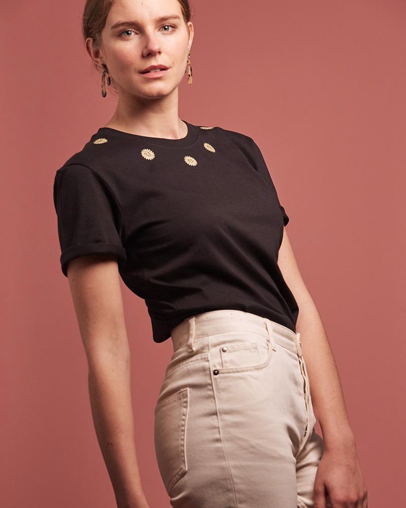 femme portant un tshirt 17 degrés