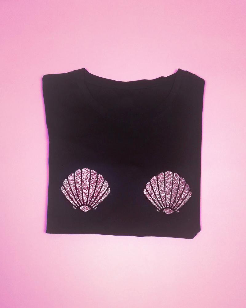 t-shirt noir avec deux coquillages or rose rosegold