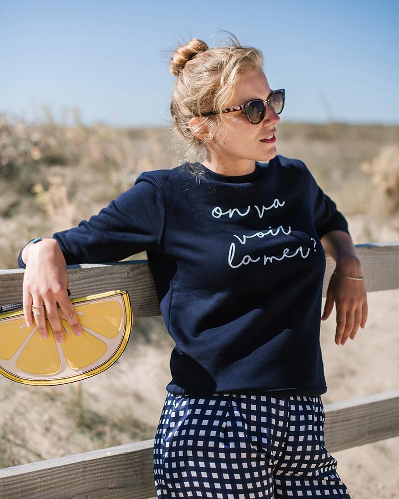 sweatshirt a message on va voir la mer