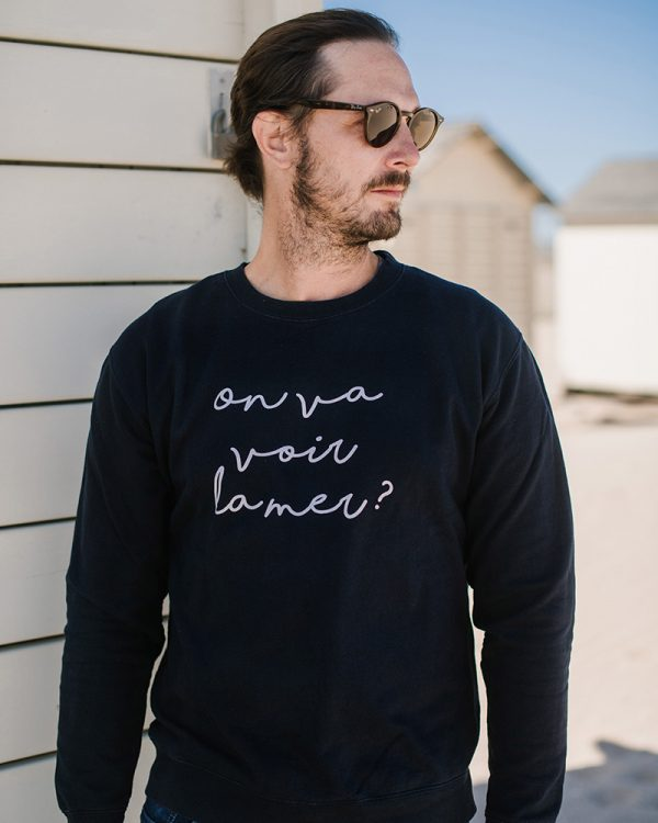 sweatshirt homme bleu marine avec inscription on va voir la mer ?