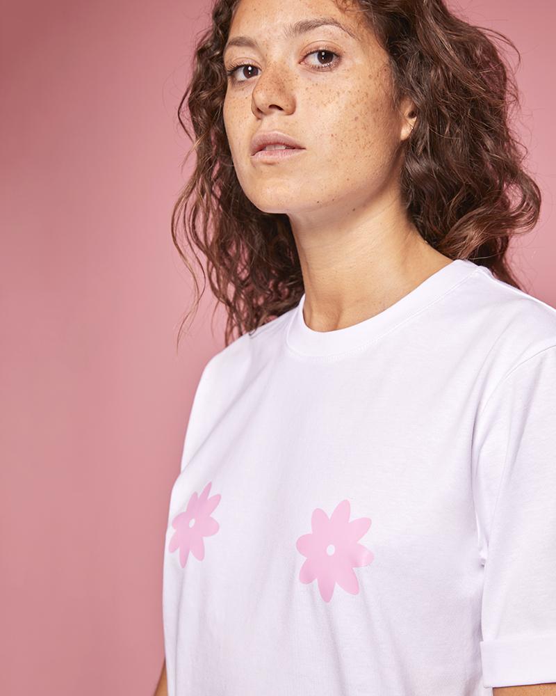 haut femme en coton bio avec fleurs roses sur la poitrine